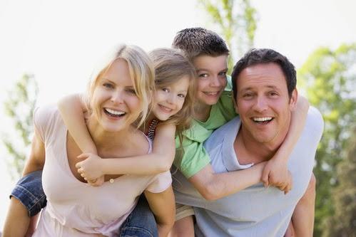 mutlu-aile-tatil-cocuk