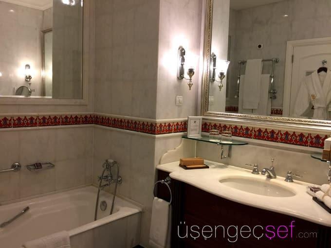 ritz-carlton-istanbul-hotel-bogaz-manzara-oda-banyo