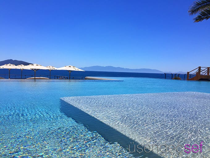 caresse-bodrum-resort-luxury-deniz-sonsuzluk-havuzu