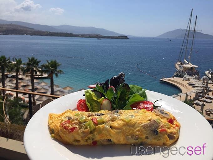 caresse-bodrum-resort-deniz-manzara-kahvalti-yumurta