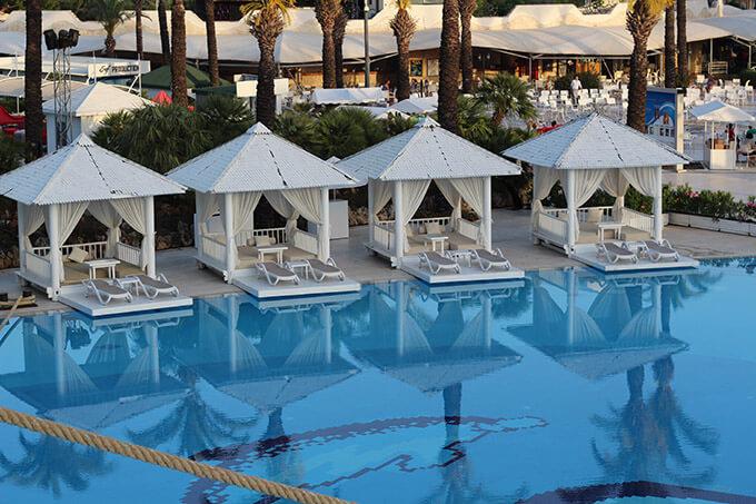 titanic-deluxe-lara-hotel-antalya-havuz-cabana