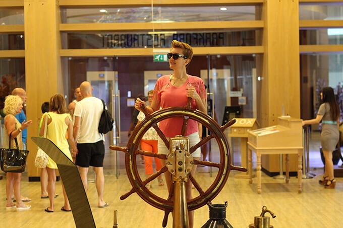 titanic-deluxe-lara-hotel-antalya-kaptan