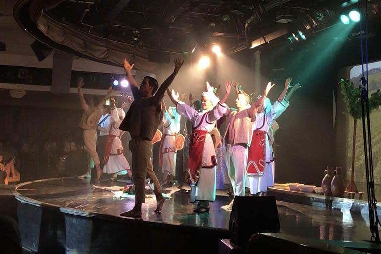 yunan-adalari-gemi-tur-cruise-show-eglence